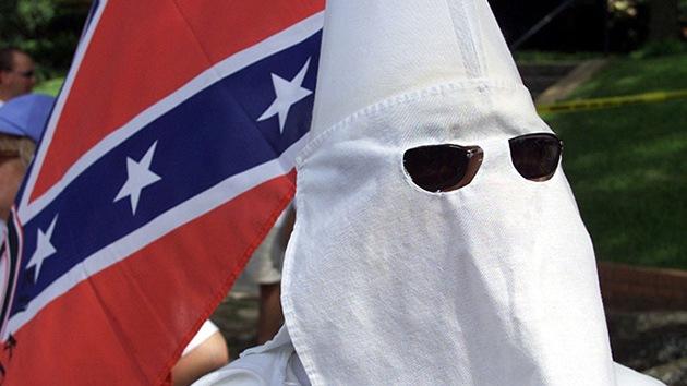 Anonymous: El Ku Klux Klan se infiltra en una protesta a favor de la Policía en Ferguson