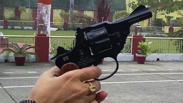 Lanzan en la India una pistola para mujeres en honor a la joven violada