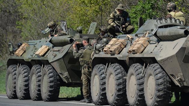 Las milicias del este de Ucrania destruyen un convoy militar ucraniano