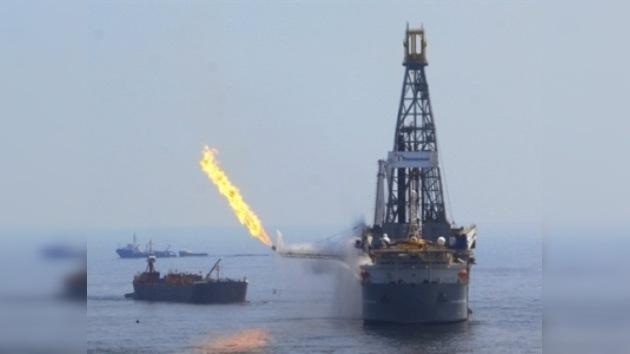 La Guardia Costera requisa una parte de la tubería rota del pozo de BP