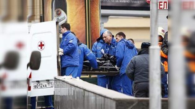 Socorristas comienzan el levantamiento de cuerpos en  Park Kultury