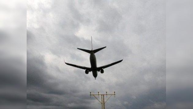 Avión ruso aterriza exitosamente de emergencia tras despresurización