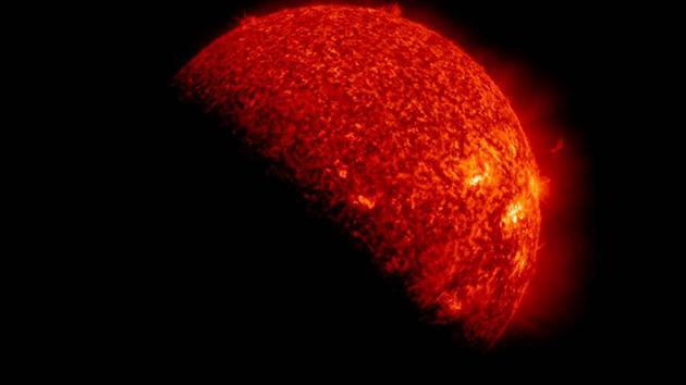 Impressionante imagem do Sol eclipsado pela Terra