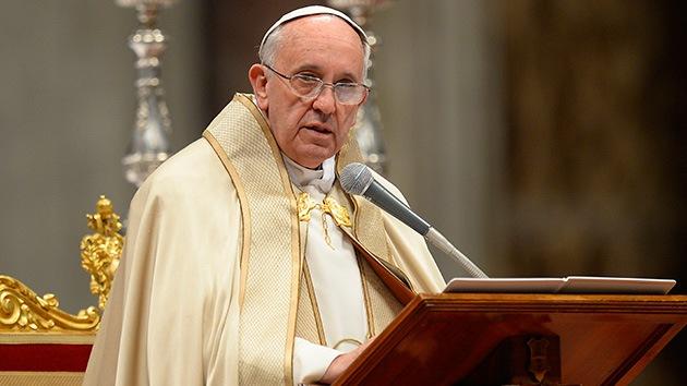 Fotos: El papa Francisco muestra los huesos del apóstol San Pedro en una misa