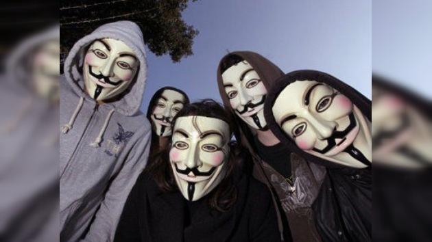 Seguidores de Anonymous se concentran junto al centro Pompidou de París
