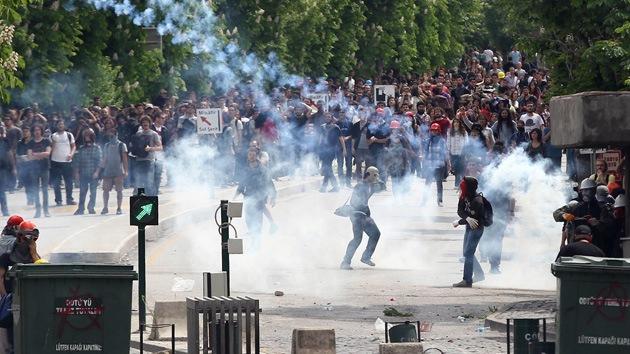 La Policía dispersa con gases a los manifestantes por la tragedia en la mina turca