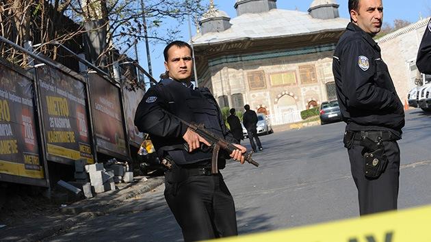 Conmoción en un suburbio de Estambul por un atentado suicida en un puesto policial