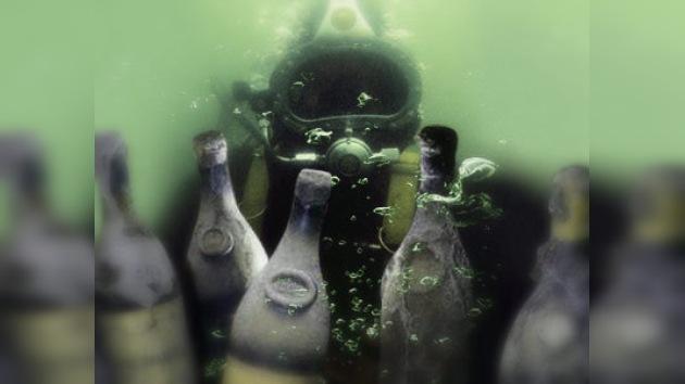 Rescatan del mar Báltico el champán más antiguo del mundo