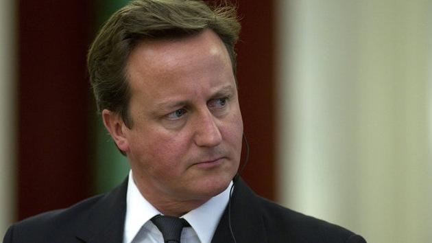 """Periodista manda callar a David Cameron en vivo: """"Primer ministro, cállese"""""""