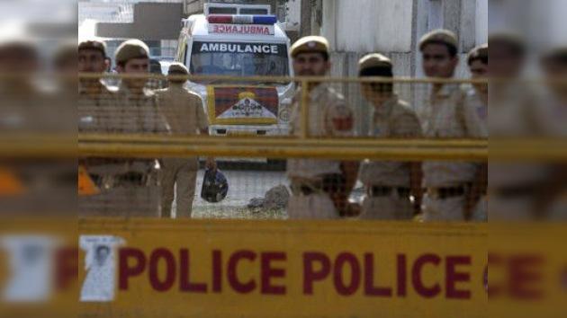 250 personas atrapadas bajo los escombros de una fábrica derrumbada en la India