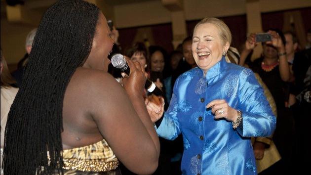 Video: Hillary Clinton se marca un baile africano