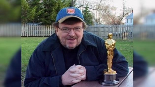 Michael Moore entregó número telefónico de Gorbachev a Obama