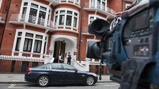 Ecuador no organizará una huida ilegal de Assange desde su embajada