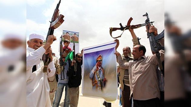 Tras la supuesta muerte del hijo de Gaddafi, sus partidarios atacan edificios diplomáticos
