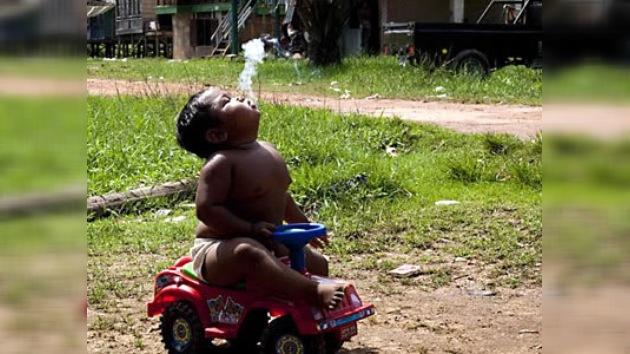 El fumador indonesio de dos años deja el tabaco