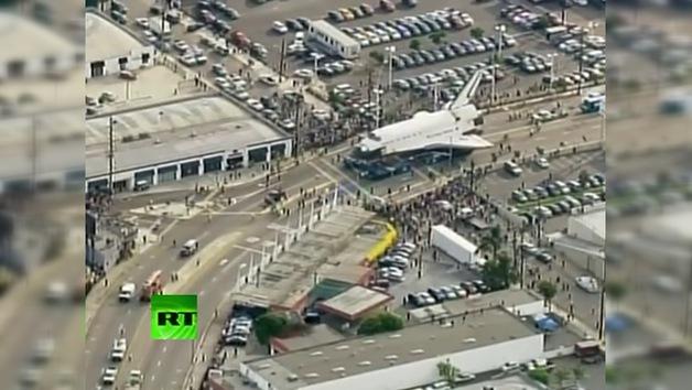 La última odisea del Endeavour: el shuttle se dirige al museo por las calles de Los Ángeles