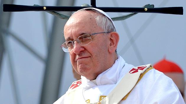 El papa Francisco no juzga a los homosexuales pero condena el 'lobby' gay