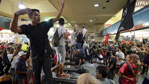 Brasil 2014: Muertes en los estadios y violencia en las calles amenazan el Mundial