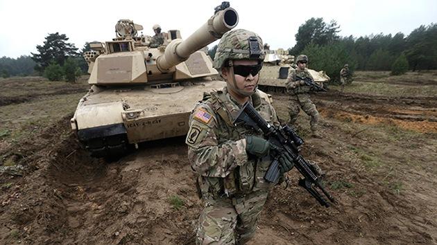 Vehículos blindados de EE.UU. se acumulan en Europa cerca de Rusia