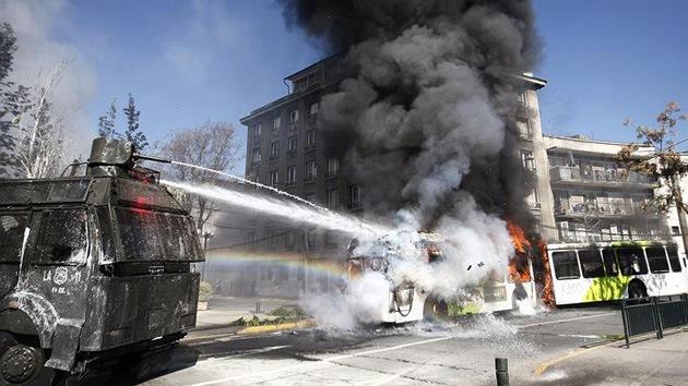 Una marcha estudiantil desemboca en enfrentamientos con la Policía en Santiago de Chile