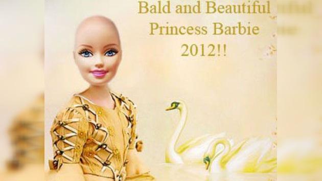 Una Barbie sin pelo para los niños con cáncer