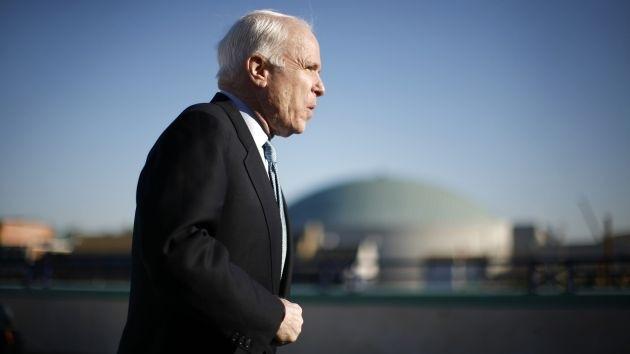 John McCain: El Senado podría discutir el suministro de armas a Ucrania en enero