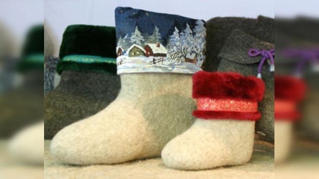 En Moscú se bordan las botas de fieltro para el Tíbet y Sudáfrica