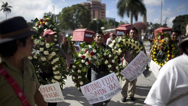 Guatemala: Marcha de ataúdes por matanza de indígenas