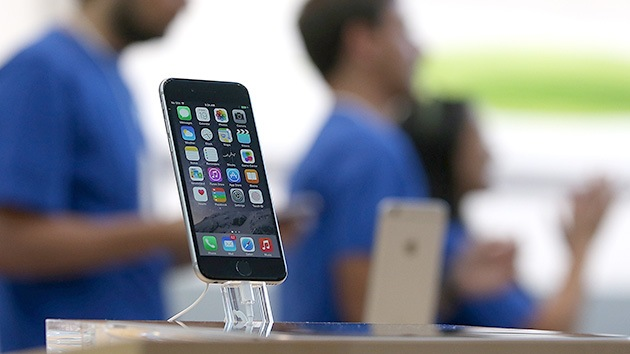 El espía estaba en el bolsillo: ¿Vigilan los iPhone los movimientos de sus usuarios?