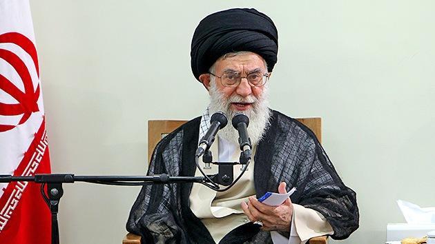 El líder iraní: Teherán nunca perseguirá la creación de armas nucleares
