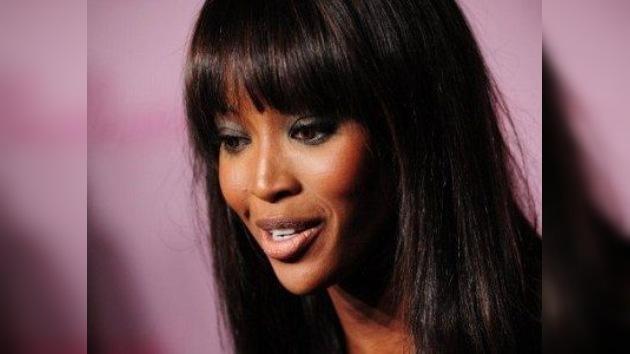 Naomi Campbell piensa demandar a Cadbury por una campaña publicitaria de tinte racista
