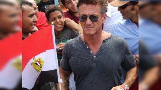 El actor Sean Penn se une a los manifestantes egipcios