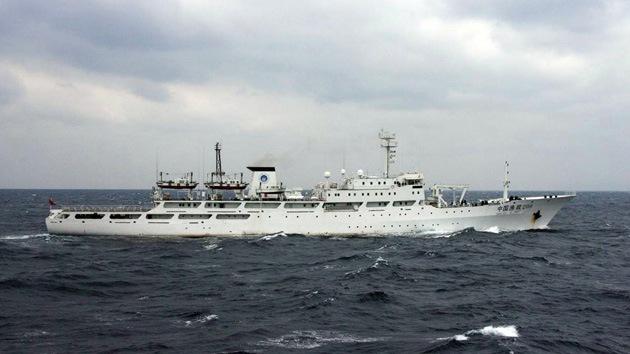 Barcos chinos de patrulla entran en aguas en litigio con Japón
