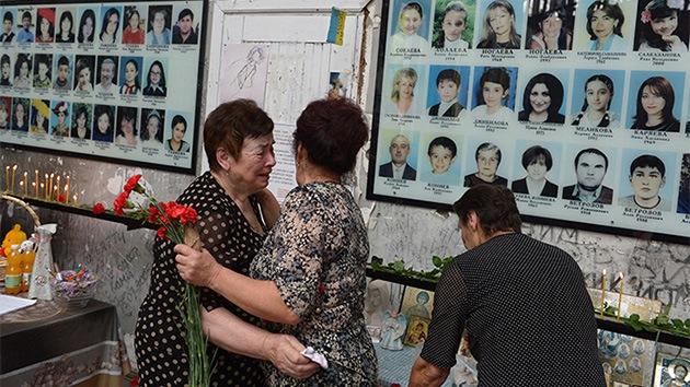 VIDEO: Beslán recuerda a las víctimas del ataque terrorista a una escuela hace 10 años