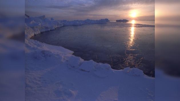 """Medvédev: limitar el acceso de Rusia a yacimientos árticos es """"inadmisible"""""""