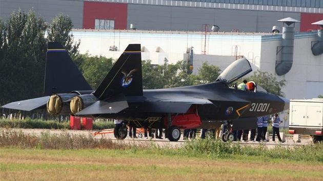 El nuevo 'caza invisible' chino realiza su vuelo inaugural