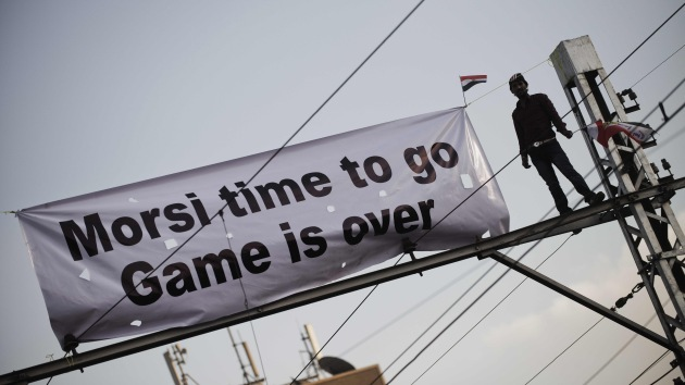 El presidente egipcio, dispuesto a enmendar su polémico decreto