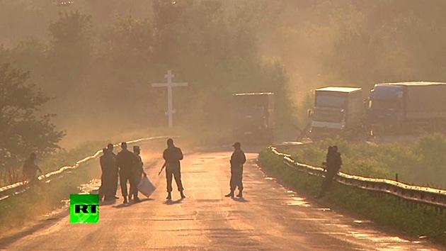 Video dramático: El Ejército de Ucrania y las autodefensas intercambian cuerpos en un alto el fuego