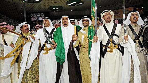 Un príncipe saudí abandona la familia real y se une a la oposición