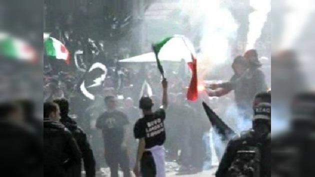 Algunos italianos eligen el neofascismo como una solución de la crisis económica