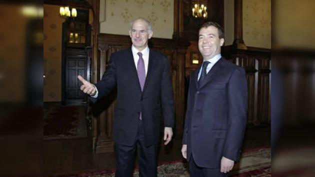 Medvédev espera nuevo impulso al desarrollo de las relaciones con Grecia