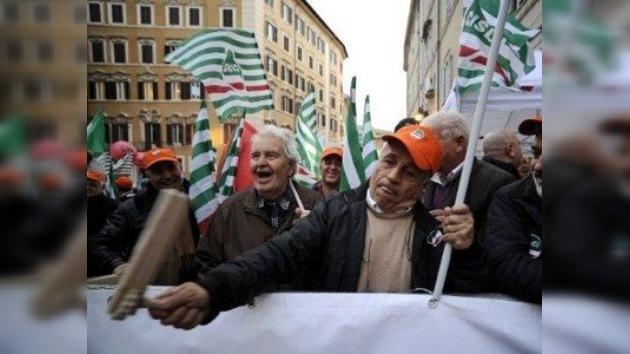 Mario Monti afronta sus primeras protestas sindicales