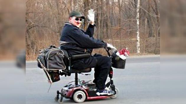 Un residente del Oriente Lejano de Rusia emprendió viaje hasta Moscú en su silla de ruedas