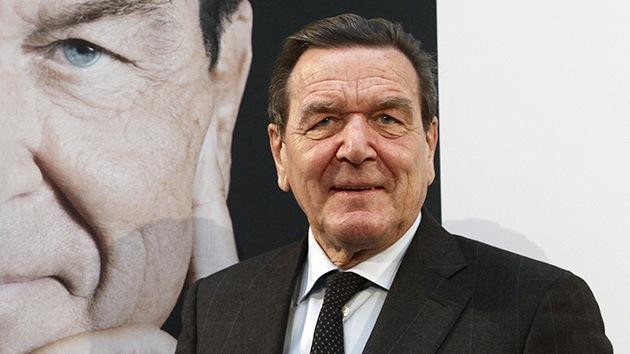 """Schröder: La política de la UE de """"o nosotros o Rusia"""" desencadenó la crisis en Ucrania"""