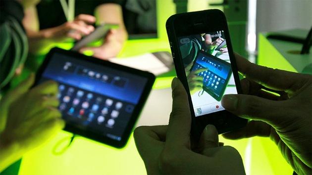 Un virus afecta a medio millón de móviles y permite robarles toda la información