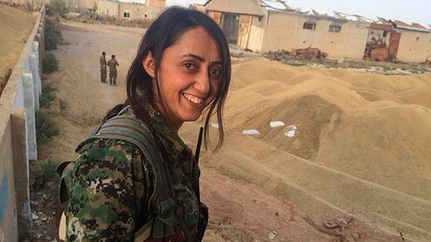 """""""Hermanas en armas"""": Las mujeres kurdas que combaten al Estado Islámico"""