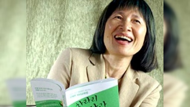 Autora surcoreana de 20 libros sobre la felicidad se suicida con su esposo