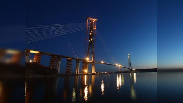 Rusia bate récords con el puente colgante más grande del mundo