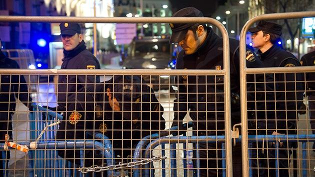 """Manifestante española: """"Le dije al policía que yo era una menor, pero me dio porrazos"""""""