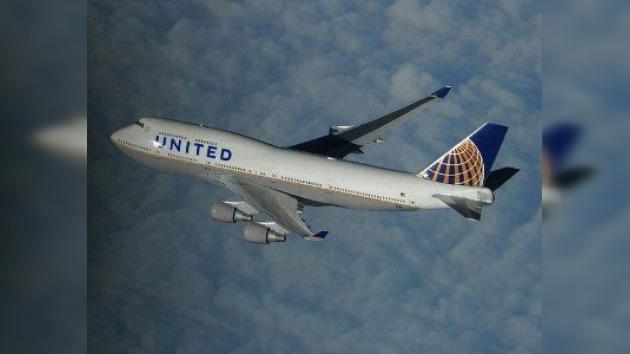 Un avión de United Airlines realiza un aterrizaje forzoso por una pelea entre pasajeros